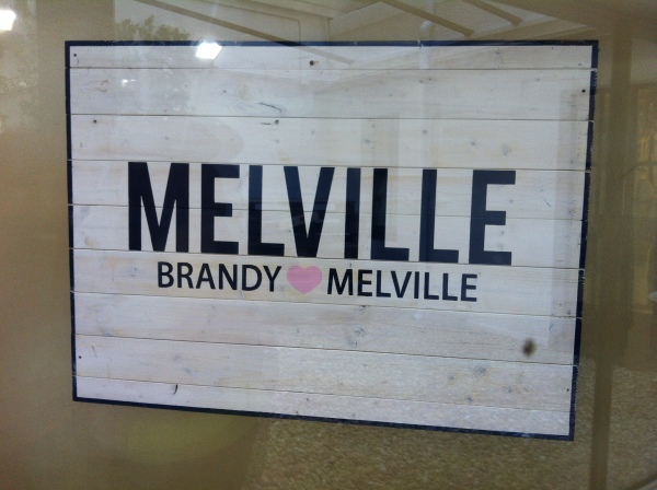 Brandy Melville, italy, fashion stores, Barcelona, UK, New York, fashion, new, muymia, coolhunter, fashion blogger