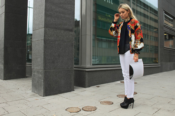 How to wear a Silk Printed Bomber Jacket?