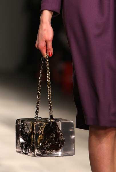 Glace handbag / Bolso con forma de cubito de hielo