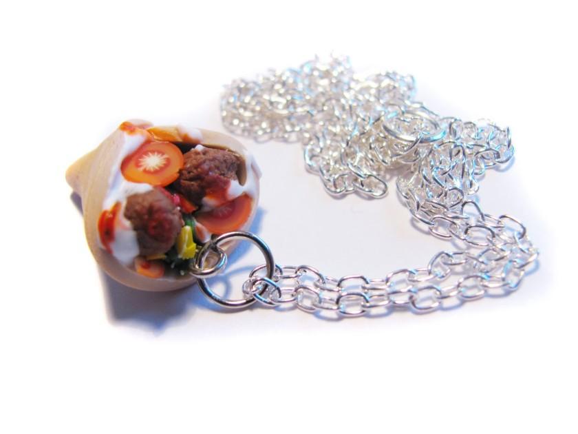 Kebab necklace / Collar con forma de kebab