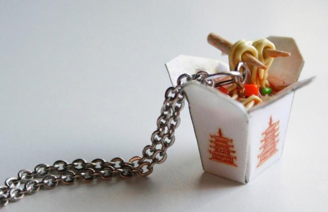 Noodle Necklace / Collar con forma de fideos orientales