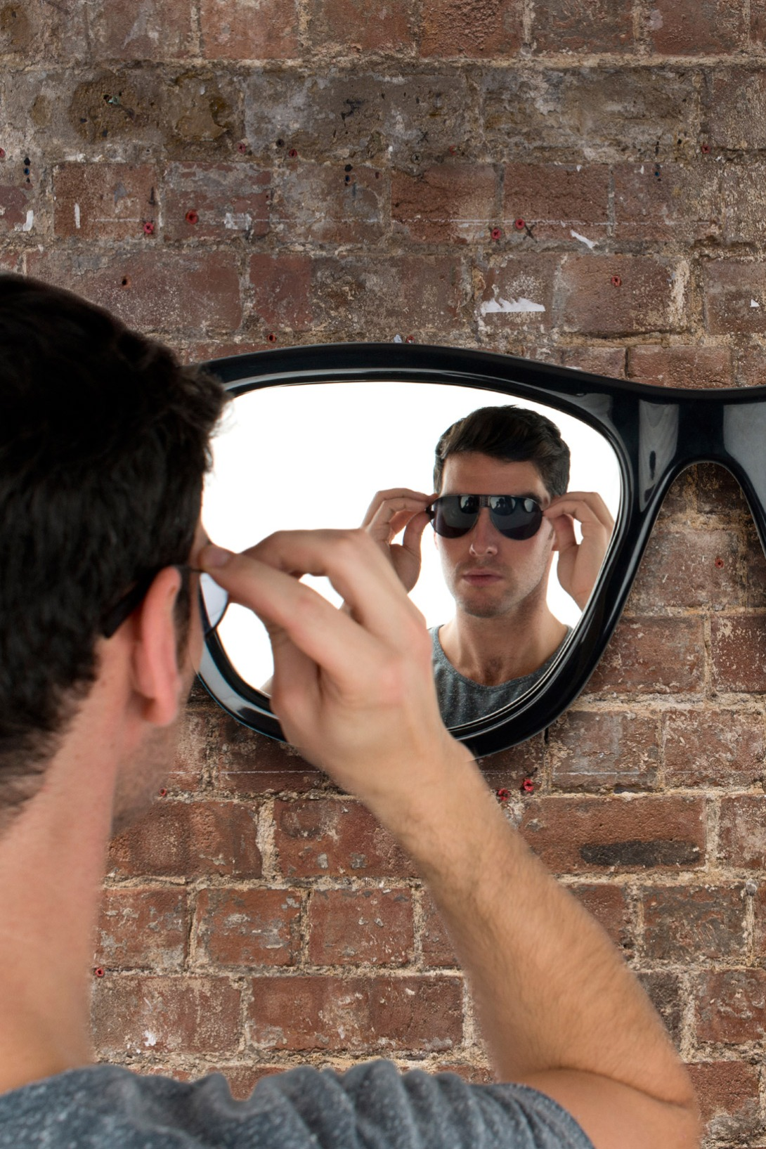 Sunglasses mirror / Espejo con forma de gafas de Sol