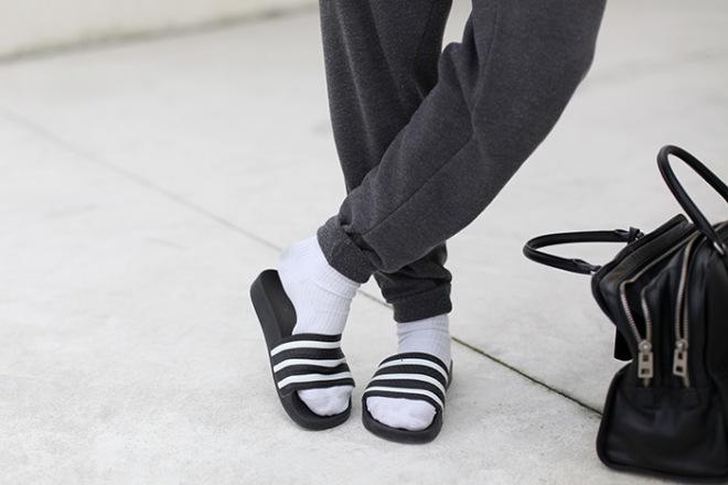 Chanclas de piscina con calcetines